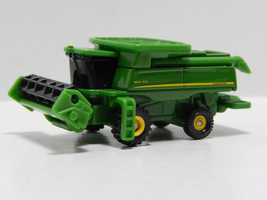 Click image for larger version  Name:	28-9 John Deere Combine 9670STS 2.jpg Views:	21 Size:	149.0 KB ID:	2993