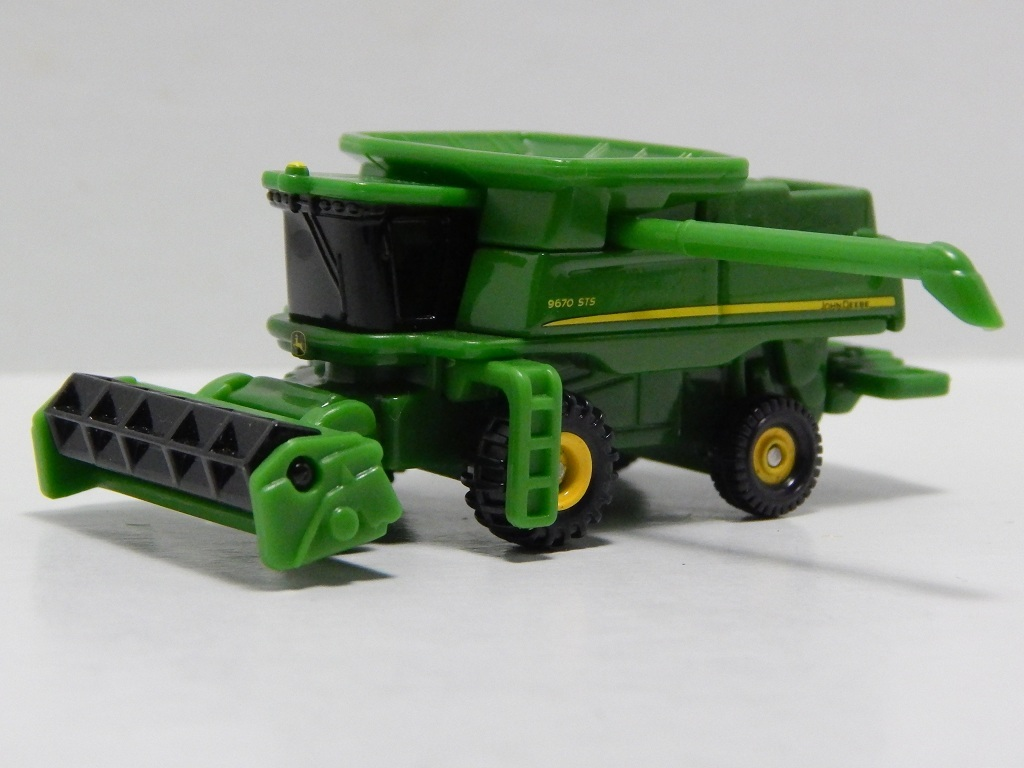Click image for larger version  Name:	28-9 John Deere Combine 9670STS 3.jpg Views:	8 Size:	149.2 KB ID:	2995